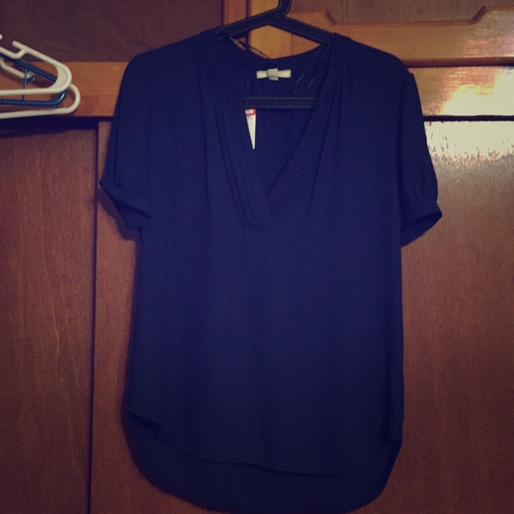 6c5c50e28ce NWT Navy blue cupped shoulder PLEIONE top size  S
